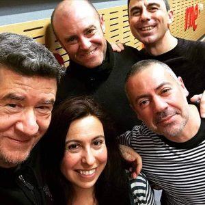 E2L Carlos Santos, Laura Pardo y tres de los miembros de Ingresó Cadáver